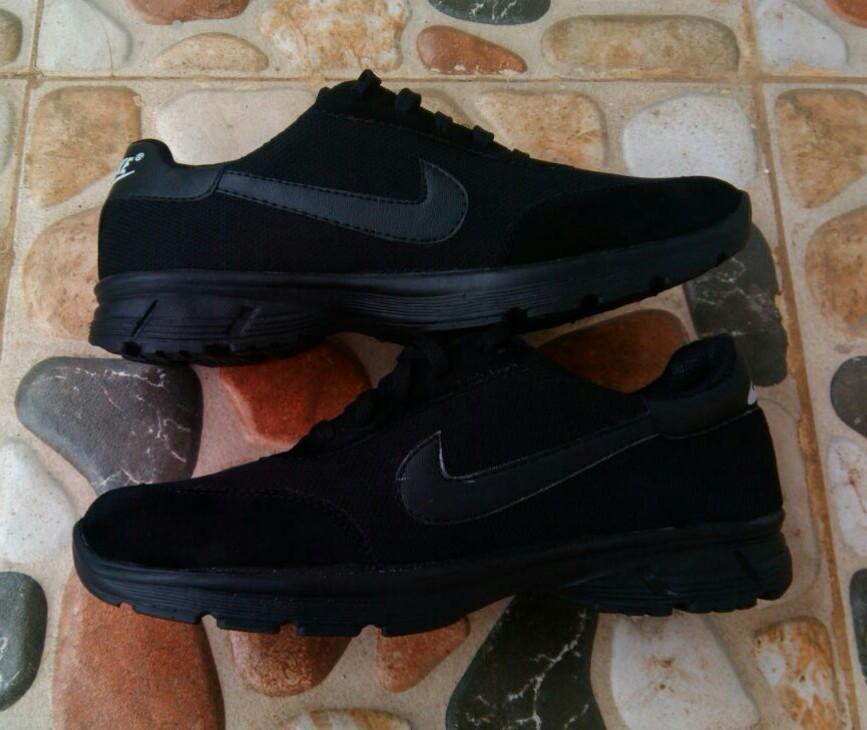 Sepatu Running Nike Black