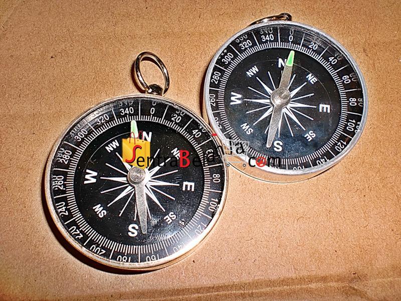 Kompas Logam Putih