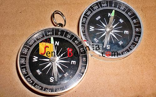 Kompas Logam Kuning